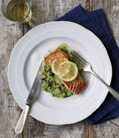 Crispy Salmon Filet with Fava Bean Mash - Recipes / The Jewels of New York Fucking nom! Great Recipes, Favorite Recipes, Healthy Recipes, Amazing Recipes, Veggie Recipes, Mash Recipe, Fava Beans, Fish Dishes, Snack
