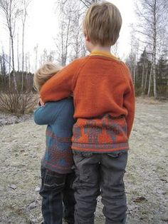 Raglan sleeve Robot-sweater for boys aged 3-7 years (100-120cm). This is the English version of the pattern called Robottitanssi.