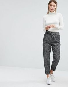 Buy New Look Wool Fleck Trouser at ASOS. Get the latest trends with ASOS now. Business Professional Attire, Business Casual Outfits, Business Mode, Business Fashion, Office Fashion, Vêtement Harris Tweed, Asos Mode, Business Outfit Damen, Office Outfits Women