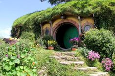 Band End, the Baggins Hobbit-hole at the end of Bagshot Row, Hobbiton on 10.21.14; Photo C by Linda S. Velazquez
