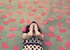 De todas as coisas que você me deu, a melhor delas certamente foi a chance de escolher, escolher você, escolher ficar contigo e atravessar com algum alívio os dias que eu quero simplesmente morrer pra não ser intimado a depor sobre o meu sumiço. Você me ensinou muitas coisas, a melhor delas, me ensinou que o amor verdadeiro sempre espera um pouco mais pelos abraços atrasados.