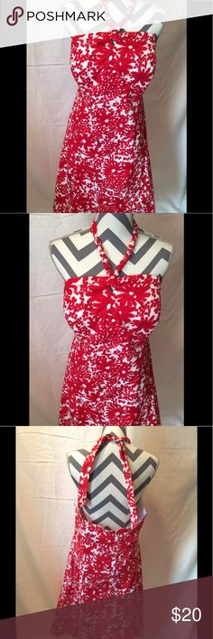 Red and white flower print dress size 16/18 Preowned has no sizing tag but it's a size 16/18 has a built in slip ties around the neck the strap has like round ball hard to see in pictures but it's really cute and 😎 Dresses