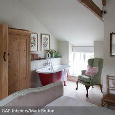 braunes Bad mit Vintage freistehender Badewanne | Landhaus Bad ...