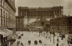 Foto storiche di Roma - Piazza Venezia con Palazzetto Venezia e l'arco del viadotto di Paolo III Anno: 1908/09 Old Photos, Vintage Photos, Best Cities In Europe, Lost Art, Rome Italy, Historical Photos, Places To Visit, Louvre, Building