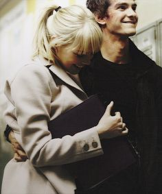 Andrew Garfield and Emma Stone - Peter Parker and Gwen Stacy - The Amazing Spiderman Spiderman 1, Amazing Spiderman, Peter And Gwen, Marvel Dc, Marvel Comics, Emma Stone Andrew Garfield, Celebs, Celebrities, Celebrity Couples