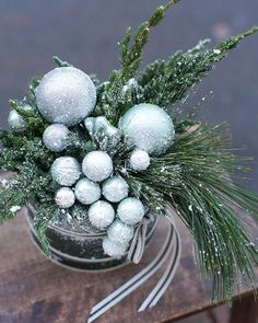 Victorian Christmas Decorations, Diy Christmas Tree, Xmas Decorations, Christmas Holidays, Christmas Wreaths, Holiday Decor, Christmas Flower Arrangements, Christmas Centerpieces, Floral Centerpieces