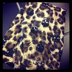 <3<3 this skull/leopard scarf!