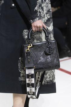 Christian Dior at Paris Fashion Week Fall 2019 - Dior Bag - Ideas of Dior Bag - Christian Dior at Paris Fashion Week Fall 2019 Details Runway Photos Dior Handbags, Fall Handbags, Fashion Handbags, Fashion Bags, Fashion Accessories, Cheap Handbags, Coach Handbags, Fashion Weeks, Luxury Bags