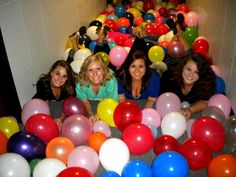 Put the number of the room where the big is in a balloon with the little's name on it. Fill the hallway/room with balloons. Once they find it, they go to that room and find their big! Kappa Kappa Gamma, Kappa Alpha Theta, Alpha Chi Omega, Kappa Delta, Phi Mu, Big Little Reveal, Sorority Crafts, Sorority Life, Fraternity