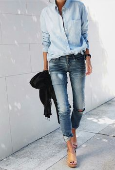 Jeanshemd kombinieren: Lässig zur Destroyed-Jeans