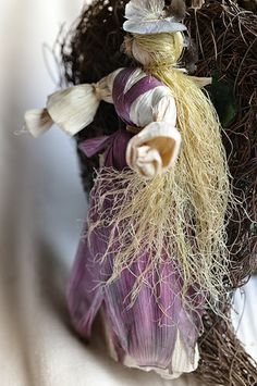 doll Corn Husk Dolls, Grapevine Wreath, Grape Vines, Sculptures, Embroidery, Knitting, Crafts, Easter, Beautiful