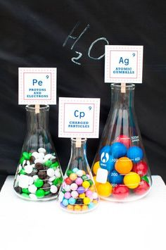Science Birthday Party Ideas with decorative candy Beakers for Fun & Games with Science Themes Mad Science Party, Mad Scientist Party, Science Cake, Easy Science, 6th Birthday Parties, Boy Birthday, Birthday Ideas, Cake Birthday, Kids Party Themes