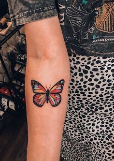 25 Impressive and Meaningful Butterfly Tattoos That Rock - Fancy Ideas about Everything Dope Tattoos, Dainty Tattoos, Dream Tattoos, Pretty Tattoos, Mini Tattoos, Future Tattoos, Beautiful Tattoos, Body Art Tattoos, Female Tattoos