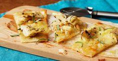 Pizza bianca latva-artisokka- ja tryffelijuustotäytteellä