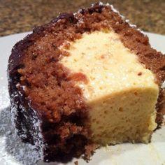 Chocolate cake with passion fruit mousse. Bolo de chocolate com mousse de maracujá.
