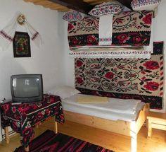 adelaparvu.com despre casa traditionala Maramures, satul Hoteni, Pensiune Marioara satul Breb, Foto Motica (5) Decor, Bed, Furniture, Traditional House, House, Home Decor