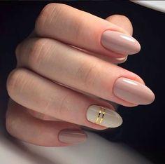 Маникюр с использованием теплых пастельных оттенков всегда беспроигрышный. К тому же, такой маникюрчик будет сочетаться с любой Вашей одеждой! А маленький декор придаст изящности ноготкам. Голографические полоски как на фото есть на нашем сайте, там же можно выбрать цвет лака по душе. #маникюр #ногти #шеллак #гельлак #manicure #gellak #shellac #маникюркиев #дизайнногтей #tufishop #маникюрчик