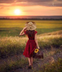 Ladybug Garden, Dps For Girls, Beautiful Morning, Anime Art Girl, Photography Women, Photomontage, Yellow Flowers, Beautiful Images, Beautiful Things