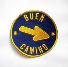 (http://www.spanishdoor.com/camino-de-santiago-way-of-st-james-pilgrim-arrow-buen-camino-cloth-patch/)