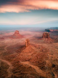 A magical sunset over Monument Valley, Utah Been here it's just as beautiful in person Beauty Photography, Landscape Photography, Travel Photography, Photography Contract, Photography Training, Photography Jobs, Photography Lessons, Ocean Photography, Adventure Photography