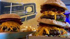 Szerintem pályafutásom során még sosem volt olyan, hogy annyiszor mentem valahová burgerezni, hogy egyszerűen nem volt mit enni, mindent végig kóstoltam. Nos, Jay és Néma Bob feltehetően kedvenc helyén ez is megtörtént. Hamburger, Bob, Ethnic Recipes, Mint, Bob Cuts, Burgers, Bob Sleigh, Bobs