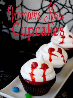 Vampire Kiss Cupcakes @Laura~Pink Cake Plate