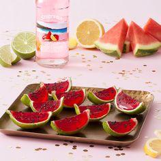 Jamaican Me Happy Watermelon Slice Shooters Image Wine Jello Shots, Watermelon Jello Shots, Watermelon Slices, Jello Shooters, Jelly Shots, Summer Snacks, Summer Drinks, Fun Drinks, Mixed Drinks