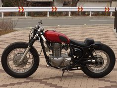 KAWASAKI エストレヤ250 BOBBER Kawasaki 250, Kawasaki Bikes, Custom Bobber, Custom Bikes, Bobber Chopper, Bike Ideas, Royal Enfield, Bike Design, Bobbers