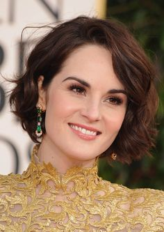 Bild från https://speakerdata.s3.amazonaws.com/photo/image/782224/Michelle-Dockery-at-The-Annual-70th-Golden-Globes-michelle-dockery-33314675-1451-2048.jpg.