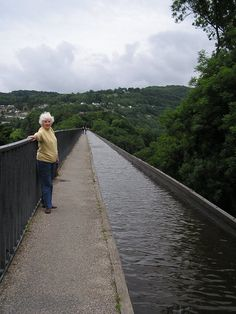 Getting high on the Pontcysyllte Aqueduct #travel #Wales #UK #FearOfHeights
