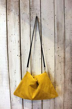 Sacca in camoscio GIALLA: Triangle BAG di LaSellerieLimited