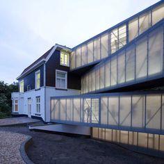 National Glass Museum Holland by Bureau SLA - Dezeen Houses Architecture, Healthcare Architecture, Amazing Architecture, Interior Architecture, Interior Design, Art Furniture, Channel Glass, Vertical City, City Of Glass
