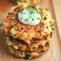 These crispy vegetable fritters are packed with broccoli, carrots, and zucchini…. These crispy vegetable fritters are packed with broccoli, carrots, and zucchini. Dip each delicious appetizer fritter into the creamy avocado yogurt sauce. Vegetable Recipes, Vegetarian Recipes, Cooking Recipes, Healthy Recipes, Vegetable Appetizers, Cooking Bacon, Veggie Fritters, Zuchinni Fritters, Broccoli Fritters