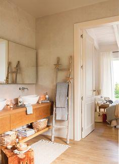 Baño contiguo al dormitorio con mueble volado con cajones_ 00445039