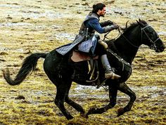 Can Kit Harington really ride a horse? Does anybody know? Comment below