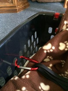 Cheap Safe Dog Car Seat : 10 Steps (with Pictures) - Instructables Dog Car Booster Seat, Dog Car Seats, Large Dogs, Small Dogs, Old Bed Sheets, Truck Bed Camping, Pet Collars, Dog Harness, Pets