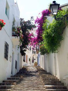 Las calles mediterraneas de Altea son un embrujo....