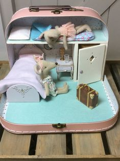 ideas for doll diy crafts fun Mouse Crafts, Doll Crafts, Diy Dollhouse, Dollhouse Miniatures, Diy For Kids, Crafts For Kids, Doll Furniture, Dollhouse Furniture, Doll Toys