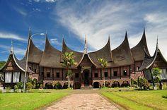 Rumah Gadang, rumah adat tradisional Sumatera Barat.