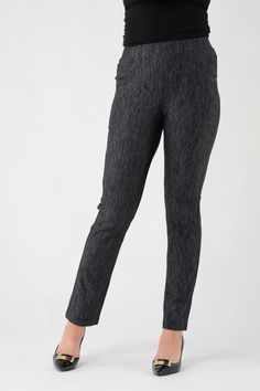 T20130 29 inch leg contrast trim pocket trouser. Elasticated waist for comfort and fit. 2 front pockets. The lightweight stretch fabric makes these great for everyday wear. Team with our printed t-shirts or cotton tops for a stylish daytime look. 68% Cotton,24% Polyester,8% Spandex. Hand wash.
