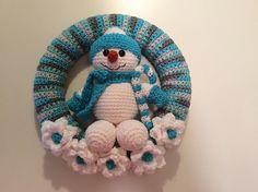 Ravelry: Snowman Winter Wreath pattern by Lisa Kingsley
