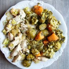 kurczak duszony z porem i brokuły, brukselka, batat na parze