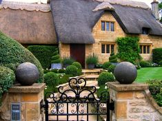 A house in Chipping Campden (Cotswolds Hills, England) - By UGArdener @ Flickr Creative Commons