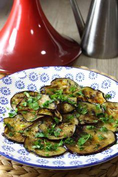 Berenjenas marinadas y asadas estilo marroquí Vegetable Side Dishes, Vegetable Recipes, Vegetarian Recipes, Healthy Recipes, Real Food Recipes, Cooking Recipes, Yummy Food, Ayurveda, International Recipes