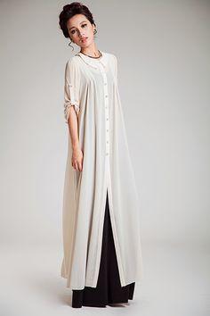 Över långärmad t-shirt/kjol eller en abaya som lätt extra lager. Antingen stängd som på bilden, eller öppen.