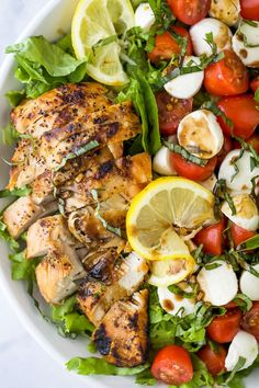15 Minute Avocado Caprese Chicken Salad drizzled with a light Balsamic Vinaigrette. This quick easy dinner recipe is a fan favorite! Seared chicken, fresh mozzarella, tomatoes and creamy avocados topped with shredded basil. Easy Summer Meals, Dinner Recipes Easy Quick, Healthy Summer Recipes, Healthy Salad Recipes, Healthy Salads For Dinner, Simple Salads, Easy Dinners, Clean Eating Snacks, Healthy Eating