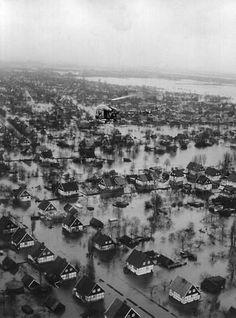 bilder sturmflut in hamburg | In der Nacht vom 16. auf den 17.02.1962 trifft eine riesige Sturmflut ...