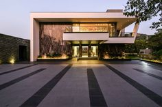 Image 10 of 59 from gallery of Infinity House / GA design. Photograph by Prashant Bhat Modern Architecture House, Residential Architecture, Modern House Design, Interior Architecture, Loft Design, Home Building Design, House On The Rock, Modern Mansion, House Elevation