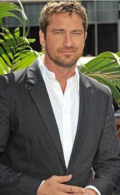 Gerard Butler suit