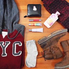 oversized hoodie is always my favorite in winter / NYC hoodie: aero | pattern leggings: forever 21 | wallet: channel | comestics: clinque, bathnbodyworks & aero | shoes: z.suo